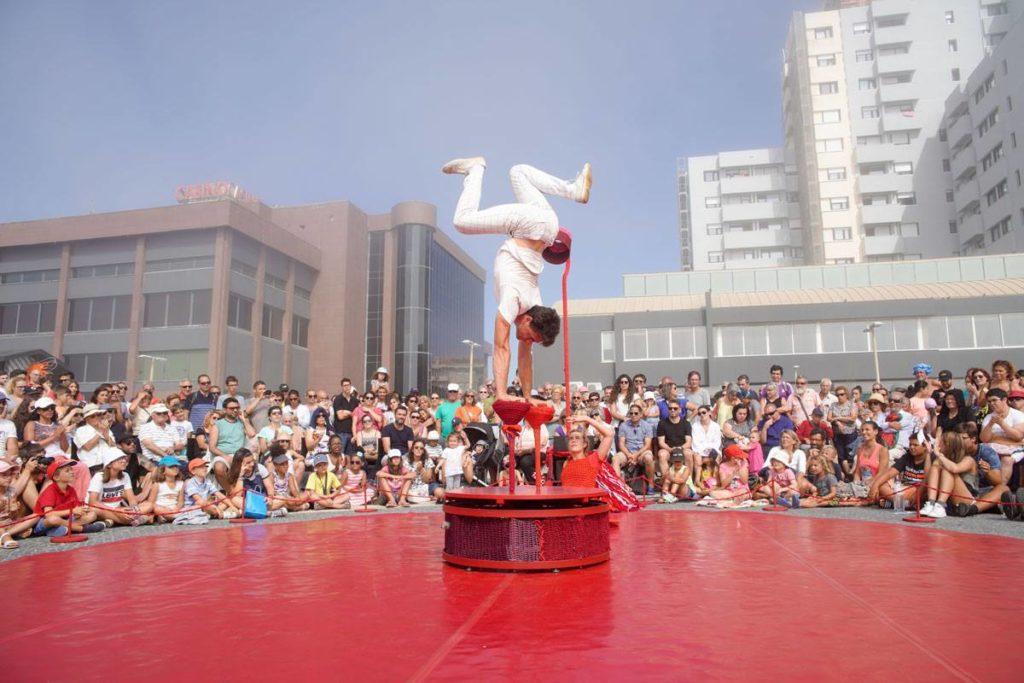 Rojo Estandar Circo acrobacias teatro danza Bellavista Aljaraque Diciembre Huelva