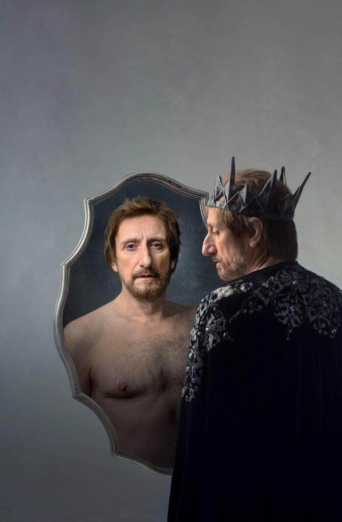 Teatro, Ojos de Niebla recrea la vida del rey Eduardo II de Inglaterra con José Luis Gil como el monarca inglés este diciembre en la Casa Colón de Huelva