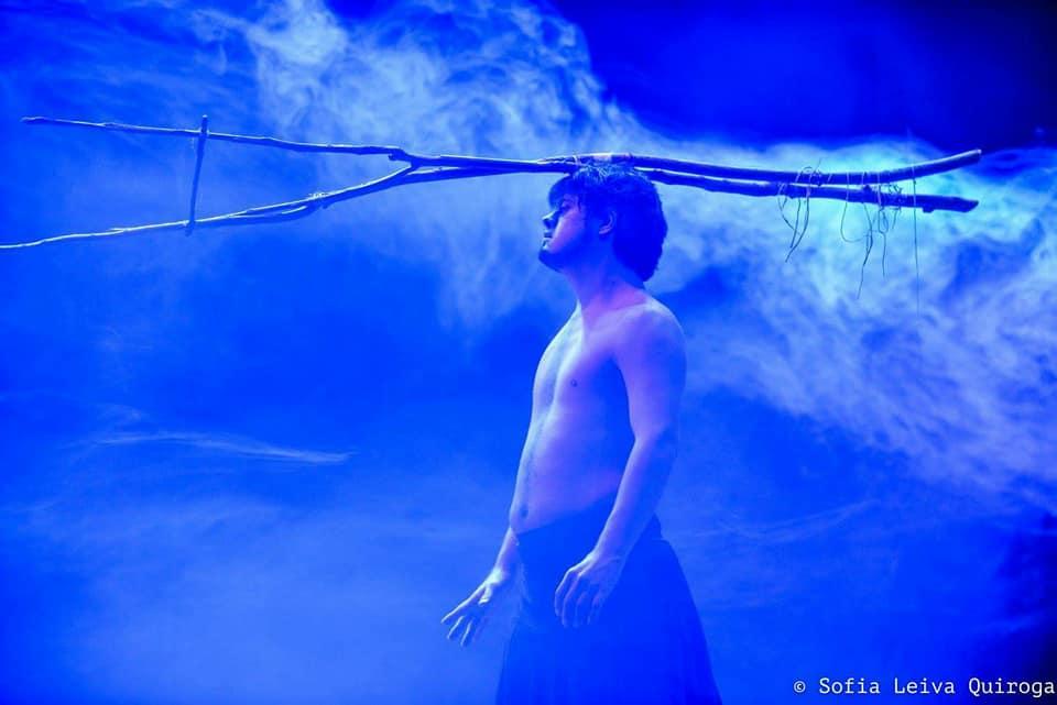 Helliot es una pieza de danza interdisciplinar de Danza, Teatro y Performance que pretende discutir sobre lo `único´ y `especial´ que cada uno de nosotros posee como individuo
