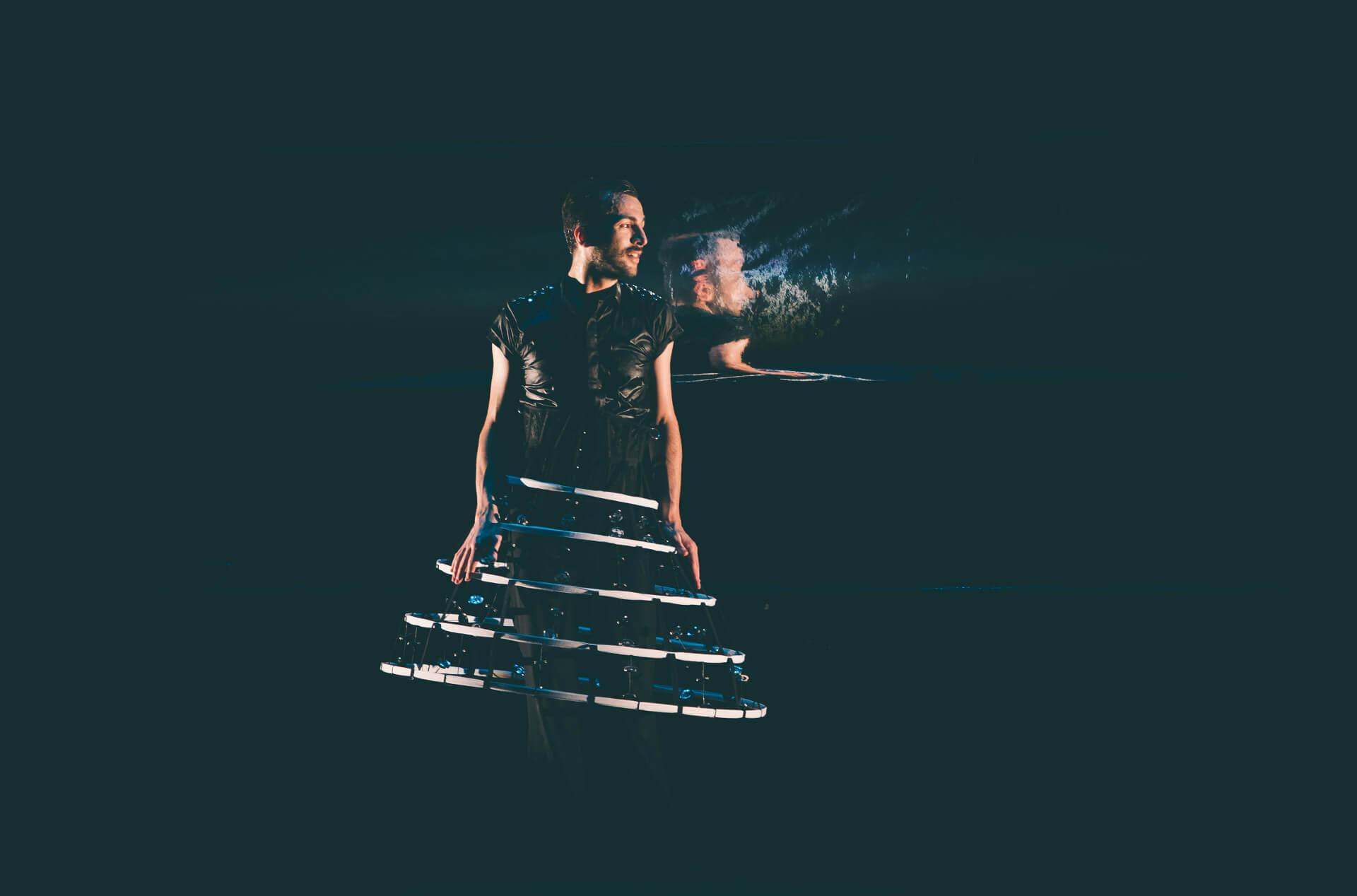 Extrema, danza en Huelva, Marco Flores propone una pieza que busca extremos o conceptos contrarios