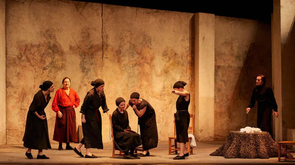 La casa de Bernarda Alba, obra cumbre de la producción dramática de Federico García Lorca, llega a Huelva en un montaje dirigido por José Carlos Plaza llega a Huelva