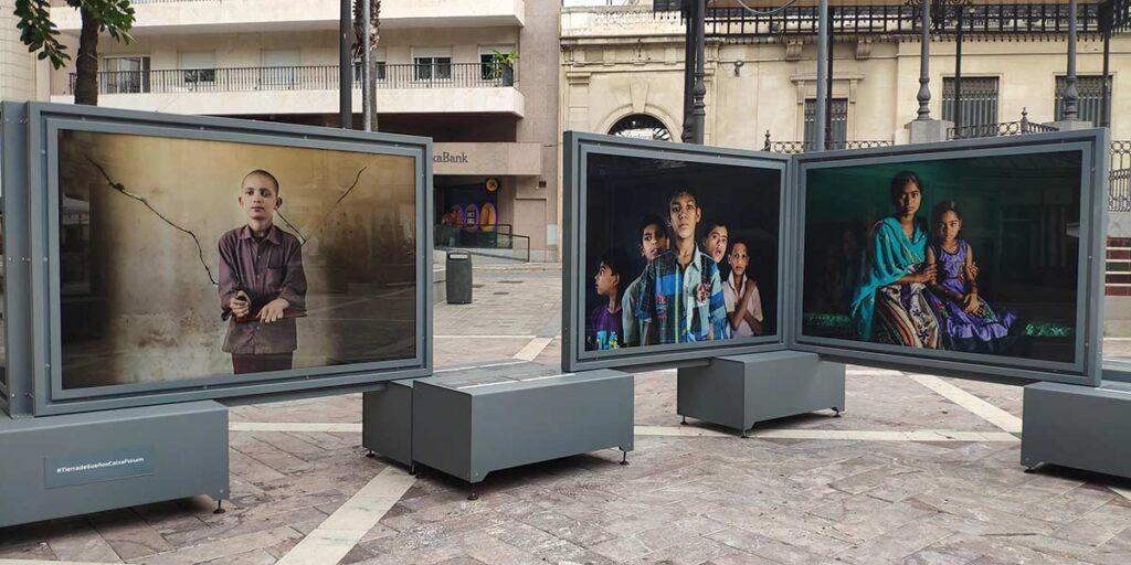 fundacion la Caixa Exposicion fotografia plaza de las monjas Cristina Garcia Rodero Tierra de Suenos India Huelva